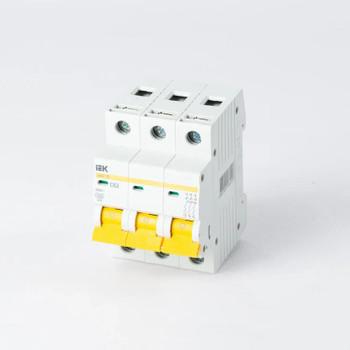 Автоматический выключатель трехполюсный 63А IEK