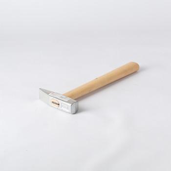 Молоток 500 гр с деревянной рукояткой