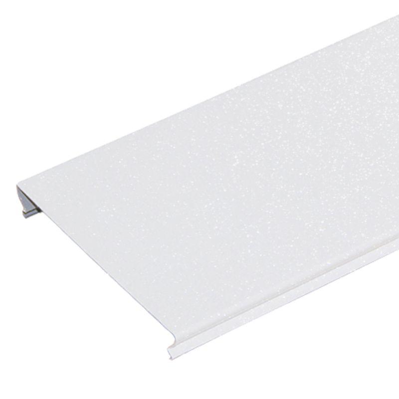 Комлект потолочный 1,35х0,9м A100AS белый жемчуг HL0101BКомплект реечного потолка 1,35x0,9 м A100AS, белый жемчуг HL0101B,&amp;nbsp;Албес<br><br>Комплект для устройства реечного потолка в помещениях с повышенной влажностью (ванные и туалетные комнаты) длиной 1,35 метра и шириной 0,9 метра, цвет белый жемчуг.<br><br>НАЗНАЧЕНИЕ:<br><br>Устройство подвесного реечного потолка площадью 1,215 кв.м. во влажных помещениях.<br><br>КОМПЛЕКТАЦИЯ:<br><br>9 реек&amp;nbsp;S-дизайна&amp;nbsp;с закрытыми стыками A100AS, шириной 100 мм, длиной 1,35 метра, цвет белый жемчуг;<br>два угловых профиля PL 19x24 длиной 1,35 метра;<br>два угловых профиля PL 19x24 длиной 0,9 метра;<br>две гребенки BTS длиной 0,9 метра.<br><br>ПРЕИМУЩЕСТВА:<br><br>Рейки укладываются вплотную друг к другу без зазора, что позволяет применять комплект в помещениях с повышенной влажностью;<br>Привлекательный современный эстетичный вид за счет эффекта непрерывности;<br>Стальные потолки не разлагаются, устойчивы к образованию плесени, не выделяют вредные вещества;<br>Способствуют дополнительной циркуляции воздуха;<br>Просты в уходе (легко мыть);<br>Долговечность: многослойное декоративное защитное покрытие обеспечивает сохранение геометрии и внешнего вида на весь срок службы;<br>Возможность скрытия коммуникационных систем: вентиляция, электрика;<br>Можно встраивать светильники различных типов;<br>Влагостойкость материала;<br>Пожаробесопасность;<br>Быстрый и простой монтаж: нет необходимости выравнивать черновой потолок.<br><br>РЕКОМЕНДАЦИИ:<br><br>Общие рекомендации:<br><br>Применяйте встраиваемые светильники с габаритами кратными размерам реек или их модулям<br>Рекомендации по монтажу:<br>Перед монтажом реечного потока завершите все работы по проведению коммуникаций&amp;nbsp;&amp;nbsp;(электрика, противопожарная система, воздуховоды и т.п.);<br>Нанесите разметку мест установки подвесов и периметрального профиля;<br>Установите на шарниры подвесы по произведенной разметке строго перпендикулярно потолку;<br>Прикрепит
