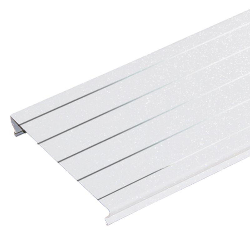Комлект потолочный 1,7х1,7м A150AS белый жемчуг с метал. полосой HL0106Комплект реечного потолка 1,7x1,7м A150AS белый жемчуг с мет. полосой HL0106, Албес<br><br>Комплект для устройства реечного потолка длиной 1,7 м и шириной 1,7 м в помещениях с повышенной влажностью (ванные и туалетные комнаты), цвет белый жемчуг с мет. полосой.<br><br>НАЗНАЧЕНИЕ:<br><br>Устройство подвесного реечного потолка площадью 2,89 кв.м. во влажных помещениях.<br><br>КОМПЛЕКТАЦИЯ:<br><br>Рейки S-дизайна с закрытыми стыками A150AS, шириной 150 мм, длиной 1,7 м, цвет белый жемчуг с мет. полосой &amp;ndash; 12 штук;<br><br>Угловой профиль PL19x24 длиной 1,7 м &amp;ndash; 4 штуки;<br><br>Гребенка BTS длиной 1,7 м &amp;ndash; 2 штуки.<br><br>ПРЕИМУЩЕСТВА:<br><br>Рейки укладываются вплотную друг к другу без зазора, что позволяет применять комплект в помещениях с повышенной влажностью;<br><br>Привлекательный современный эстетичный вид за счет эффекта непрерывности;<br><br>Стальные потолки не разлагаются, устойчивы к образованию плесени, не выделяют вредные вещества;<br><br>Способствуют дополнительной циркуляции воздуха;<br><br>Просты в уходе (легко мыть);<br><br>Долговечность: многослойное декоративное защитное покрытие обеспечивает сохранение геометрии и внешнего вида на весь срок службы;<br><br>Возможность скрытия коммуникационных систем: вентиляция, электрика;<br><br>Можно встраивать светильники различных типов;<br><br>Влагостойкость материала;<br><br>Пожаробезопасность;<br><br>Быстрый и простой монтаж: нет необходимости выравнивать черновой потолок.<br><br>РЕКОМЕНДАЦИИ:<br><br>Общие рекомендации:<br><br>Применяйте встраиваемые светильники с габаритами кратными размерам реек или их модулям<br><br>Рекомендации по монтажу:<br><br>Перед монтажом реечного потока завершите все работы по проведению коммуникаций &amp;nbsp;(электрика, противопожарная система, воздуховоды и т.п.);<br><br>Нанесите разметку мест установки подвесов и периметрального профиля;<br><br>Установите на шарниры подвесы по произве