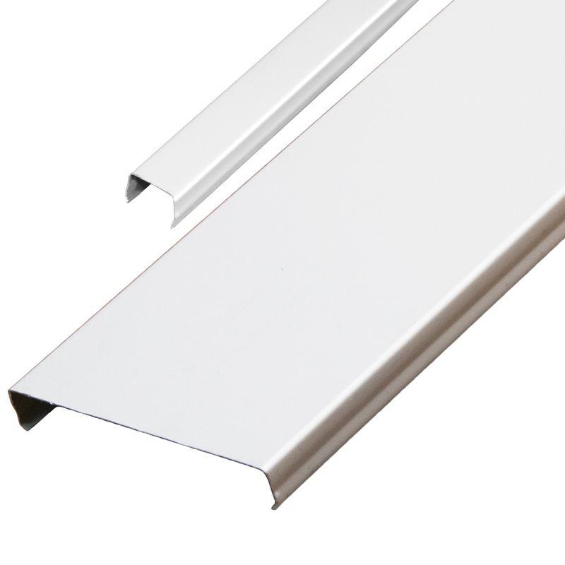 Комплект потолочный 1,35х0,9м эк AN85A белый глянец RUS с раскладкой белый глянец RUSКомплект реечного потолка 1,35x0,9 м AN85A белый, с раскладкой супер-хром люкс, Албес<br><br>Комплект для устройства реечного потолка длиной 1,35м и шириной 0,9м в помещениях с повышенной влажностью (кухня, ванные и туалетные комнаты), с раскладкой, цвет белый глянец.<br><br>НАЗНАЧЕНИЕ:<br><br>Устройство подвесного реечного потолка площадью 1,215 кв.м. во влажных помещениях.<br><br>КОМПЛЕКТАЦИЯ:<br><br>Рейки немецкого дизайна с открытыми стыками AN85A, шириной 85 мм, длиной 1,35м, толщиной 0,32 мм (эконом), цвет белый глянец &amp;ndash; 10 шт.;<br><br>Декоративная раскладка ASN, шириной 15 мм, цвет белый глянец &amp;ndash; 9 шт.;<br><br>Угловой профиль PL19x24 длиной 1,35 м &amp;ndash; 2 шт., и длиной 0,9 м &amp;ndash; 2 шт.;<br><br>Гребенка BTN длиной 0,9 м &amp;ndash; 2 шт.;<br><br>Подвес &amp;ndash; 4 шт.<br><br>ПРЕИМУЩЕСТВА:<br><br>Рейки укладываются с декоративной раскладкой без зазоров, что позволяет применять комплект в помещениях с повышенной влажностью;<br><br>Привлекательный современный эстетичный вид за счет эффекта непрерывности;<br><br>Стальные потолки не разлагаются, устойчивы к образованию плесени, не выделяют вредные вещества;<br><br>Способствуют дополнительной циркуляции воздуха;<br><br>Просты в уходе (легко мыть);<br><br>Долговечность: многослойное декоративное защитное покрытие обеспечивает сохранение геометрии и внешнего вида на весь срок службы;<br><br>Возможность скрытия коммуникационных систем: вентиляция, электрика;<br><br>Можно встраивать светильники различных типов;<br><br>Влагостойкость материала;<br><br>Пожаробезопасность;<br><br>Быстрый и простой монтаж: нет необходимости выравнивать черновой потолок.<br><br>РЕКОМЕНДАЦИИ:<br><br>Общие рекомендации:<br><br>Применяйте встраиваемые светильники с габаритами кратными размерам реек или их модулям<br><br>Рекомендации по монтажу:<br><br>Перед монтажом реечного потока завершите все работы по проведению коммуникац