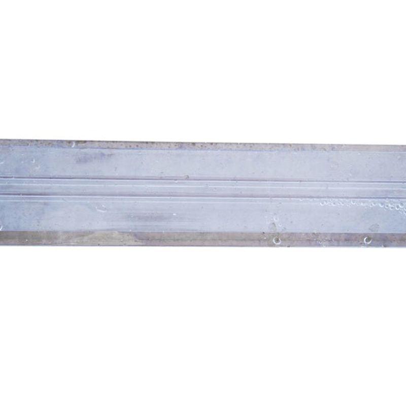 Профиль соединительный прозрачный, 8 мм х 6 мСоединительные неразъемные (сплошные) профили предназначены для монтажа<br>сотового поликарбоната - соединения панелей с одновременным креплением<br>их к конструкции. Стоит заметить, что для панелей толщиной 4 мм<br>выпускаются только эти профили.<br>Данные поликарбонатные профили имеют Н-образное сечение, поэтому их<br>часто называют «Н-профили». Производятся из гранул поликарбоната лучших<br>мировых производителей.<br>Описание:<br>Цветовая гамма профилей соответствует цветовой гамме сотового<br>поликарбоната. Для панелей разных толщин производятся профили с<br>соответствующими пазами.<br>СФЕРА ПРИМЕНЕНИЯ:<br>• Неразъемные соединительные профили чаще всего применяются для монтажа<br>сотового поликарбоната в небольших конструкциях - там, где протяженность<br>стыка невелика. Особенно популярны они в строительстве сезонных теплиц.<br>• Н-образные прозрачные поликарбонатные профили используются также в<br>производстве наружной рекламы и интерьерных конструкций для надежного и<br>при этом незаметного соединения панелей сотового поликарбоната и других<br>листовых пластиков.<br>Ассортимент:<br>Наименование поликарбонатного профиля Толщина панели<br> Стандартная длина<br>Соединительный неразъемный профиль 4-6 мм 4, 4,5, 6мм 6000 мм<br>Соединительный неразъемный профиль 8 мм 8 мм<br>Соединительный неразъемный профиль 10 мм 10 мм<br><br>Цвет: прозрачный; тонированный: синий, зеленый, «бирюза», «бронза»;<br>светорассеивающий белый «опал»<br>Рекомендации по монтажу:<br>Крепление сплошных соединительных поликарбонатных профилей к каркасу<br>осуществляется с помощью саморезов с шагом около 30 см, при этом,<br>желательно использовать термошайбы.<br>Отверстия в профилях следует просверлить заранее, диаметр их должен быть<br>на 2-3 мм больше диаметра используемого самореза (или ножки термошайбы).<br>Соединение панелей элементарно – они просто заводятся в пазы профиля с<br>обеих сторон.<br>Изгиб профилей – в соответствии с минимальными ра