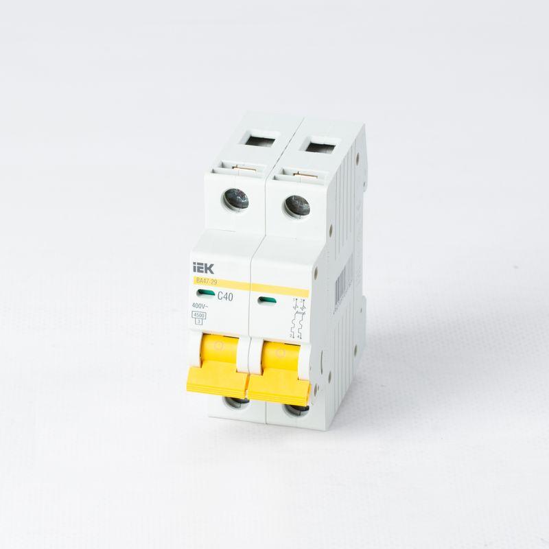 Купить со скидкой Автоматический выключатель двухполюсной 40А IEK