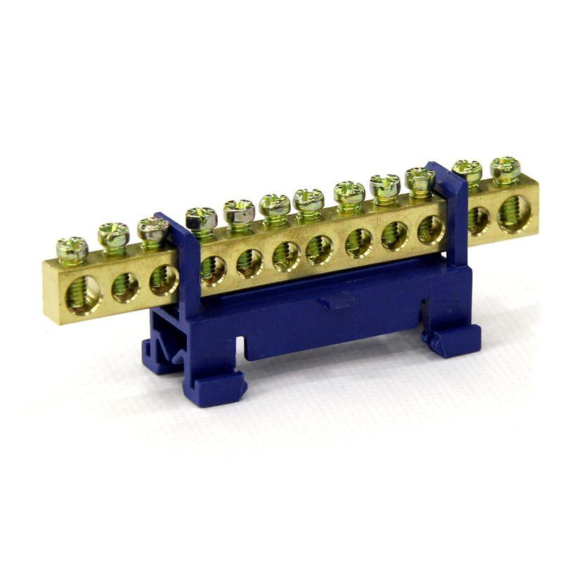 Шина нулевая на DIN-креплении 12х5,5ммНулевые шины Navigator предназначены для электрического и механического<br>соединения нулевых рабочих (N) и нулевых защитных (PE) проводников, и<br>представляют из себя целиковую латунную планку с отверстиями и винтовыми<br>прижимами. Как правило, нулевые шины крепятся в распаячных коробках или<br>распределительных щитках. Конструкция нулевых шин предусматривает<br>соединение жестких проводников. В случае соединения гибких проводников<br>их необходимо облуживать или опрессовывать наконечниками-гильзами<br>втулочными. Изоляторы нулевых шин, а также изоляционная оболочка,<br>выполнены из пластика, не поддерживающего горение при нагреве до 960° С,<br>согласно ГОСТ Р513213. Нулевые шины выполнены из латуни, прижимные винты<br>– электротехническая бронза.<br>Страна производитель: Китай; Бренд: Navigator; Способ монтажа: На Din-рейку; Номинальный ток: 100 А; Количество отверстий: 12; Максимальное сечение подключаемого провода: 40 мм?; Тип изолятора: Din-изолятор; Высота: 9 мм; Ширина: 6 мм;
