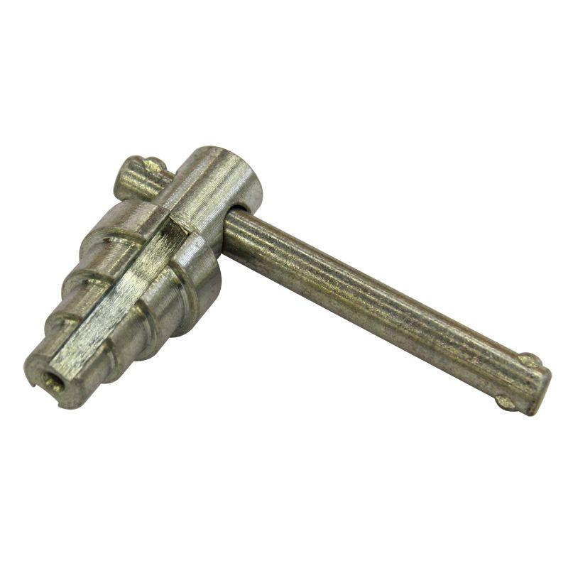 Ключ для разъемных соединений американка Valtec, 1/2-1 1/4Ключ для разъемных соединений американка, Valtec<br><br>Прочный инструмент для монтажа разъемных резьбовых соединений типа &amp;laquo;американка&amp;raquo;.<br><br>НАЗНАЧЕНИЕ:<br><br>Используется для монтажа резьбовых фитингов из стали, чугуна, латуни и бронзы типа &amp;laquo;американка&amp;raquo; с монтажными переходами на внутренней поверхности.<br><br>ПРЕИМУЩЕСТВА:<br><br>Инструмент подходит для работ с соединениями диаметрам - 1/2, 3/4, 1 и 1 1/4.<br><br>Долговечность (ключ выполнен из оцинкованной стали - что гарантирует надежность инструмента, устойчивость к появлению и распространению коррозии, продлевает срок его эксплуатации);<br><br>Ключ позволяет выполнять работы без заусенцев и задиров, излома фитинга и образования стружки;<br><br>Удобство в эксплуатации (небольшой вес &amp;ndash; 0,21кг; дает возможность работы со специфическим типом резьбового соединения).<br><br>РЕКОМЕНДАЦИИ:<br><br>При выполнении работ по монтажу резьбовых соединений типа &amp;laquo;американка&amp;raquo; применяйте специальный ключ, чтобы избежать деформации круглой части конуса фитинга;<br><br>Подбирайте ключ, исходя из диаметра соединения;<br><br>При необходимости после работы очистите инструмент от загрязнений;<br><br>Храните инструмент в сухом месте, чтобы избежать появления коррозии, а также вне досягаемости для детей.<br>Диаметр: 1/2 - 1 1/4 ; Тип соединения: Американка; Бренд: Valtec;