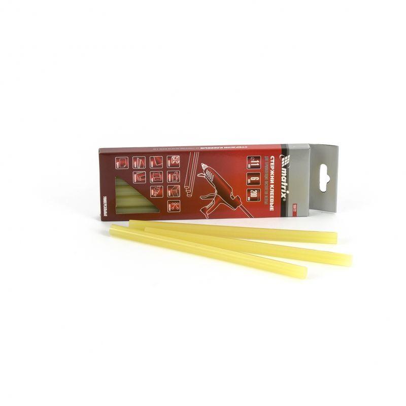 Стержень желтый для термоклеящих пистолетов 11х200мм, 6шт/упСтержень жёлтый для термоклеящих пистолетов 11х200 мм., 6 штук в упаковке<br><br>Оснастка для термоклеящего пистолета для строительных, ремонтных и пр. работ.<br><br>НАЗНАЧЕНИЕ:<br><br>Склеивание прочных поверхностей (металла, древесины, керамики, стекла, пластмассы и пр.).<br><br>ПРЕИМУЩЕСТВА:<br><br>Долговечность (корпус из сополимера);<br><br>Универсальность (подходит для ремонта изделий из бумаги, картона, ткани, кожи);<br><br>Удобство в использовании (небольшой вес &amp;ndash; 0,1 кг.; компактные габариты; 6 штук в упаковке).<br>Бренд: Tundra; Модель: Basic; Назначение: Для бумаги; Назначение: Для дерева; Назначение: Для пластмассы; Назначение: Для ткани; Длина стержня: 200 мм; Диаметр стержня: 11 мм; Материал стержня: Сополимер; Температура плавления: 100 °С; Количество в упаковке: 6 шт; Цвет: Желтый; Родина бренда: Китай; Страна производитель: Китай; Вес: 0,114 кг;