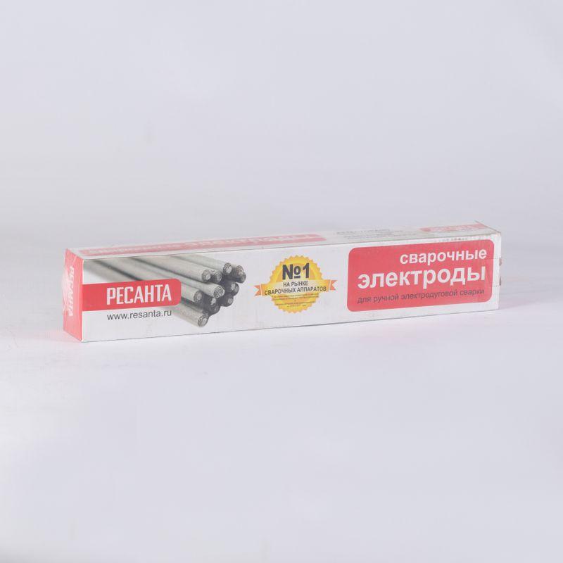 Электрод МР-3 2,5 мм Ресанта Пачка 1 кгЭлектрод&amp;nbsp;Ресанта&amp;nbsp;МР-3 d=2,5 мм (1кг)<br><br>Электроды для ручной дуговой сварки с диаметром сварочной проволоки 2,5мм.<br><br>НАЗНАЧЕНИЕ:<br><br>Применяются для сварки элементов из углеродистой стали с массовой долей углерода не более 0,25%.<br><br>ПРЕИМУЩЕСТВА:<br><br>Сниженное&amp;nbsp;тепловложение&amp;nbsp;&amp;ndash; может использоваться при заваривании широких зазоров при монтаже;<br>Рутиловое&amp;nbsp;&amp;nbsp;покрытие &amp;ndash; стойкость к окислению несколько меньше, чем у других видов электродов;<br>Легкий первый и последующие поджиги &amp;ndash; для сварки коротких швов, с периодическими обрывами дуги;<br>Стойкость к ржавлению, к различным поверхностным загрязнениям;<br>Сварка&amp;nbsp;беспористыми&amp;nbsp;швами окисленных сталей и&amp;nbsp;со ржавчиной&amp;nbsp;на поверхности;<br>Работать с данными электродами можно как постоянным, так и переменным током;<br>Безопасность - менее токсичны электродов с другими покрытиями;<br>Работу можно осуществлять во всех положениях в пространстве.<br><br>РЕКОМЕНДАЦИИ:<br><br>При выполнении работ используйте средства индивидуальной защиты (перчатки, маски, спецодежда, специальную обувь);<br>Если электроды отсырели, просушите их при температуре 200С в течение часа;<br>Работа с просушенными электродами возможна не ранее, чем через 24 часа после просушки;<br>Хранить электроды необходимо на отапливаемом складе с низким уровнем влажности (не более 50%).<br>Бренд: Ресанта; Модель: МР-3; Код производителя: 71/6/22; Назначение: Для сварки углеродистой стали; Диаметр: 2,5 мм; Покрытие: Рутиловое; Длина: 350 мм; Родина бренда: Россия; Страна производитель: Россия; Вес упаковки: 1 кг;